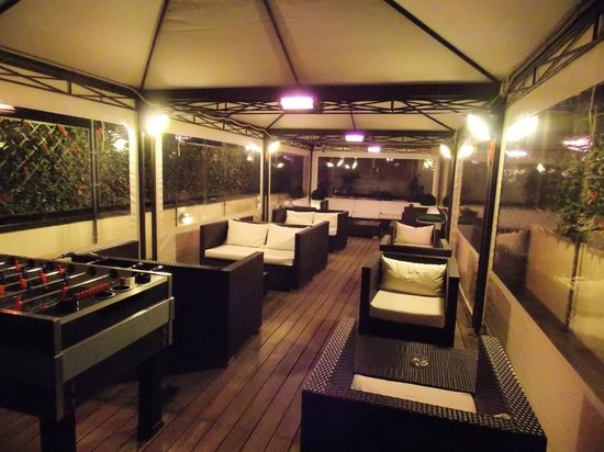 iQ Hotel Roma: Great outdoor seating with heat when it is chilly