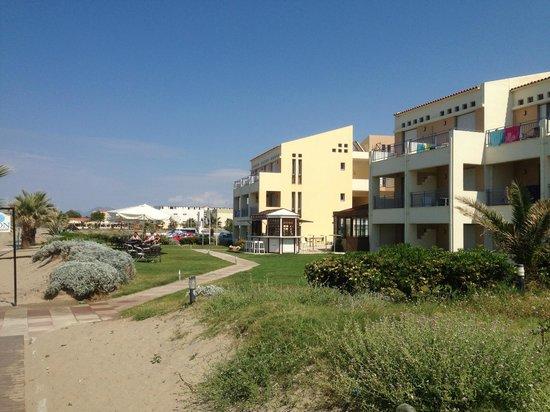 Iperion Beach Hotel : vue extérieure de l'hôtel côté mer