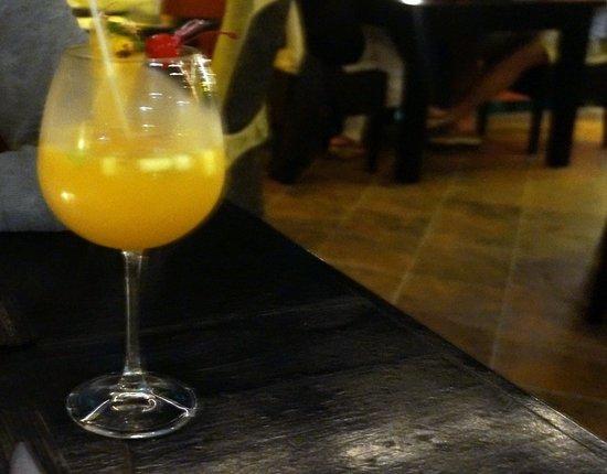 Kapi Kapi: White wine sangria
