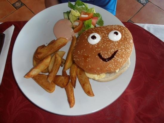 Nestor's Restaurant & Steakhouse : kids burger