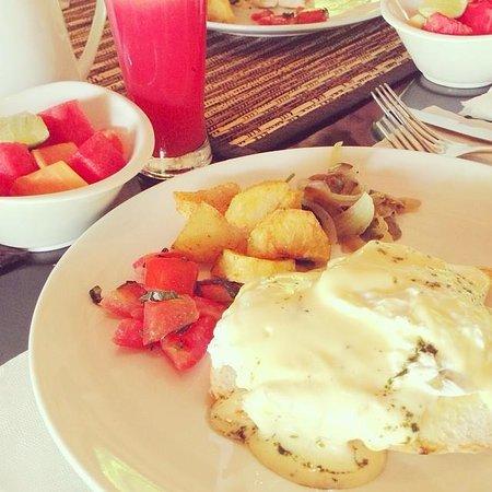 Mayaloka Villas Seminyak : Day 1 breakfast