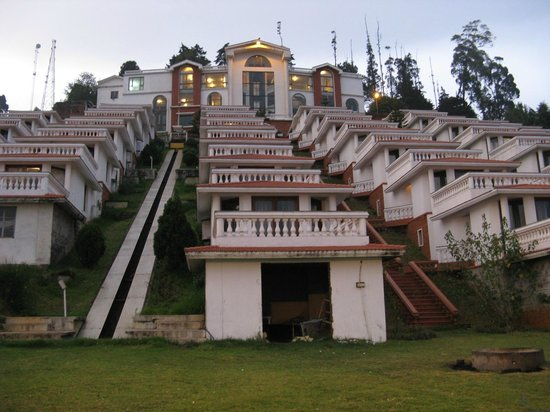 Sagar Holiday Resorts: Hotel lobby at the top, cottages are downhill
