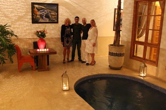 Riad Tahili & Spa : Souvenir avec Dominique et Mohamed!