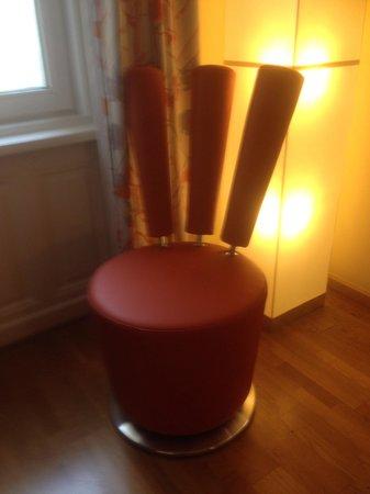 Hotel Rathaus Wein & Design: Funky chair!