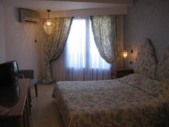 Serita Beach Hotel: Номер
