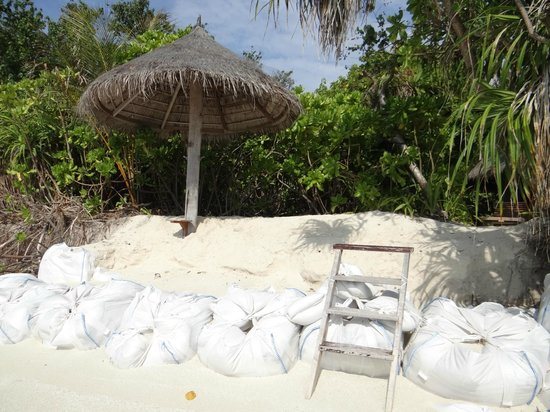 Coco Palm Dhuni Kolhu: villa sans plage, sacs de sable