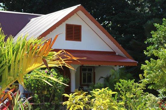 Veronique's Guesthouse: Крыша соседней виллы