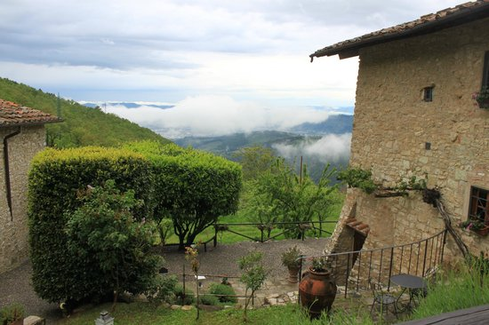 Tenuta Lonciano: Rainy morning - Florence in clouds