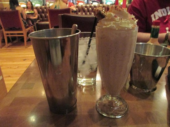 Holsteins Shakes and Buns : The Fat Boy Shake (no alcohol)