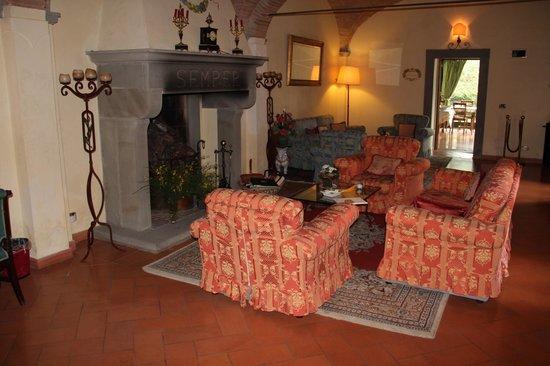 Hotel Villa La Cappella: Sitzecke vor dem Speisesaal, auch Treffpunkt und Leseecke