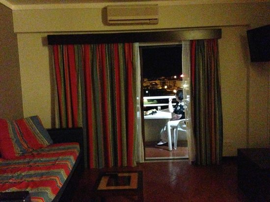 Hotel Paraíso de Albufeira: looking out to the balcony