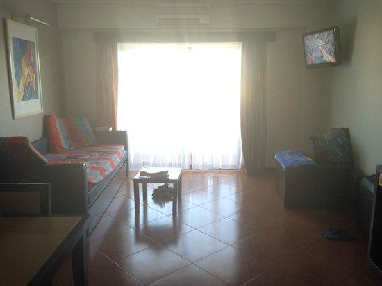 Hotel Paraíso de Albufeira: view looking towards the balcony
