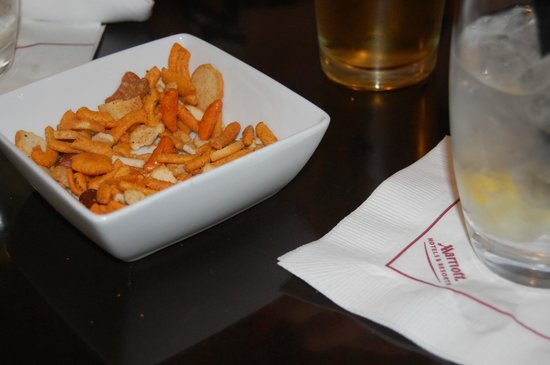 Las Vegas Marriott: Snack mix to go with our drinks.