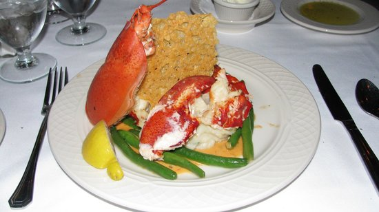 Bar Harbor Inn: Lobster for dinner