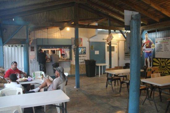 El Racar Seafood Restaurant: Patio at Racar Seafood - Las Croabas, Fajardo, PR