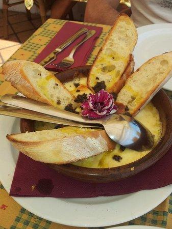 Piccolo: Entrante de queso derretido con trufas