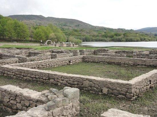 Baños Romanos De Bande:Pias de agua calientee dondee see bañavan los romanos y que aoraa las