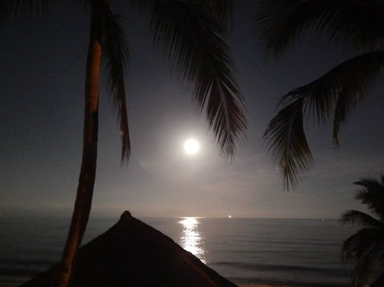 Crown Paradise Golden Resort Puerto Vallarta: full moon over the ocean