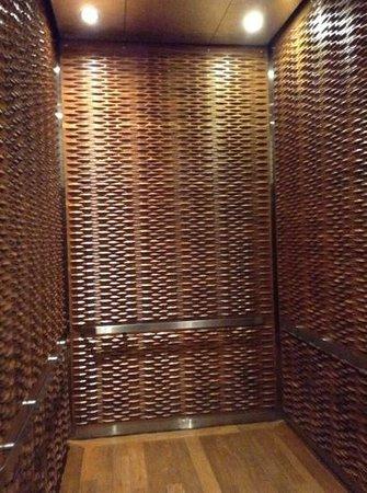 Templar Hotel: lift dont la porte claque tres fort
