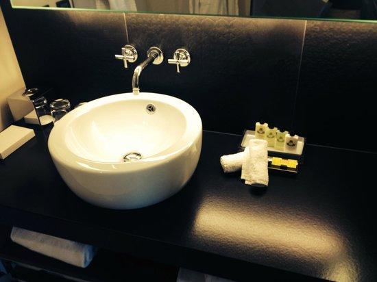 InterContinental Marseille - Hotel Dieu : Waschbecken Badezimmer