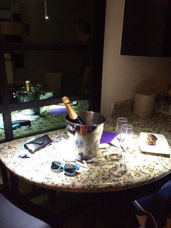 Paradisus Playa Del Carmen La Esmeralda: Champagne & strawberries left in our sons room