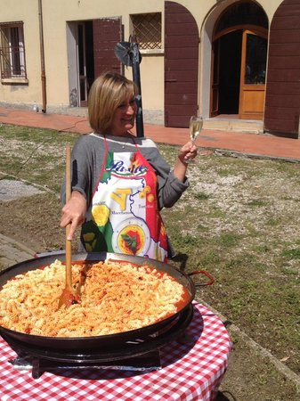 Hotel Belvedere : Marina preparing fabulous pasta for the group at a cookout at her beautiful villa.