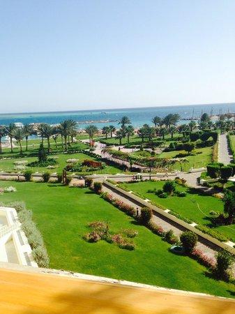 Hilton Hurghada Plaza: Вид из столовой.