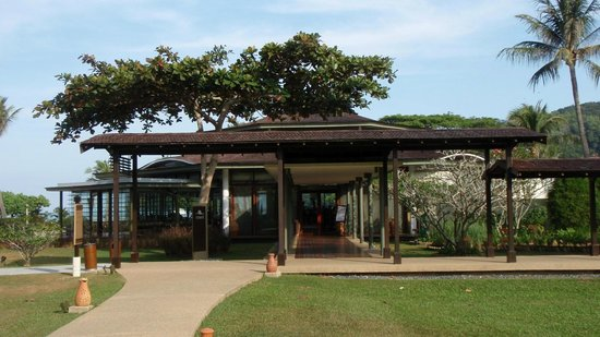 Coast Restaurant at Shangri-La's Rasa Ria Resort: Coast Restaurant
