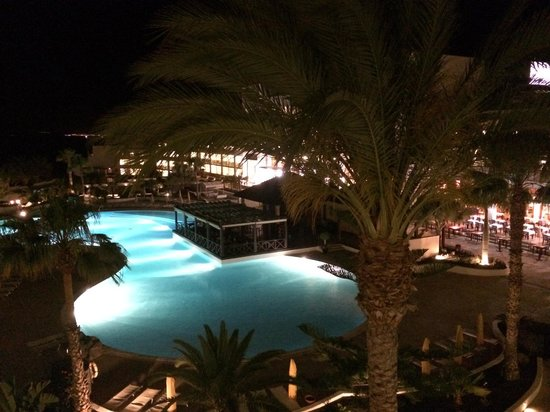 Hesperia Lanzarote: Piscina de noche