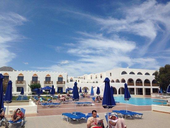 Alfa Beach Hotel : Hotel pool area