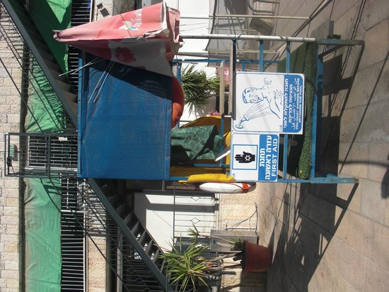 Jerusalem Gardens Hotel & Spa : Maître nageur !