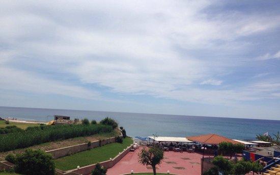 Alfa Beach Hotel : Hotel Beach Bar - (view from pool area)
