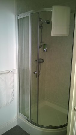 Sea Breezes: Awesome Large Shower