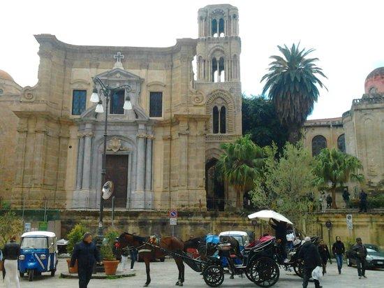 Santa Maria dell'Ammiraglio (La Martorana): piazza bellini