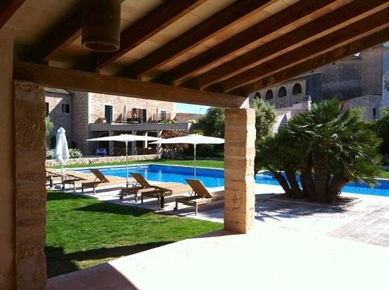 Hotel Ca'n Bonico: Blick vom Poolhaus zum Haupthaus