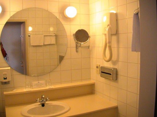 Danubius Hotel Flamenco - Budapest: туалет