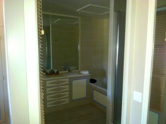 """La Baronnie Hôtel & Spa : Salle de bains """"La Suite"""""""