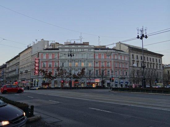 Andrassy Avenue: Oktogon