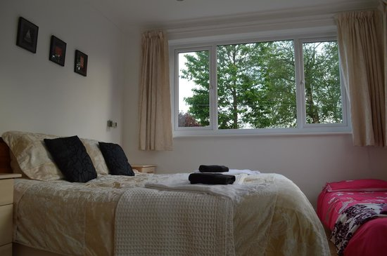 Sea Wood Bed and Breakfast: family suite chns bed
