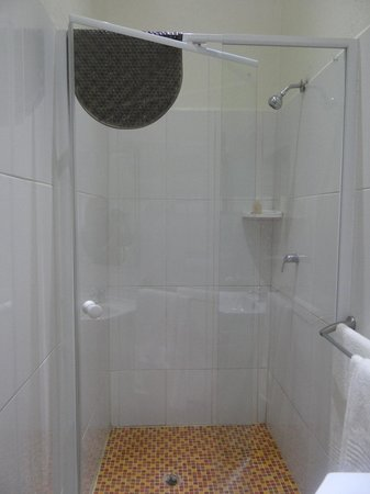 Emdoneni Lodge : Shower