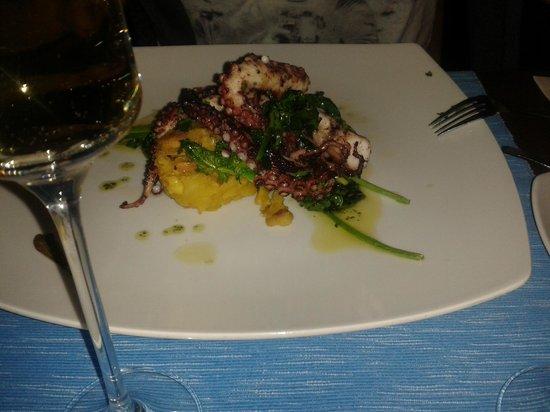 Cha Com Agua Salgada: Octopuss w/ mashed sweet potatoes