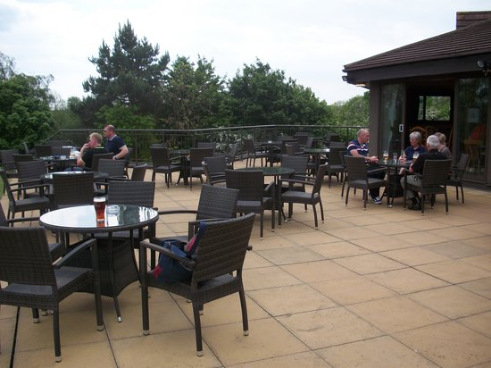 Abbey Hotel Golf & Spa: Tawny's bar and terrace