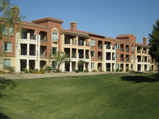 Marriott's Shadow Ridge II- The Enclaves: One of the buildings on the grounds