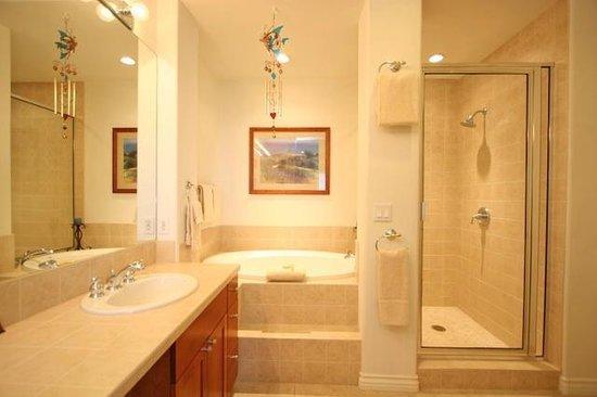 Kumulani at Mauna Kea Resort: A2 bathroom