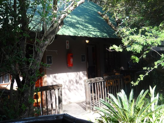 Emdoneni Lodge : Outside if rooms