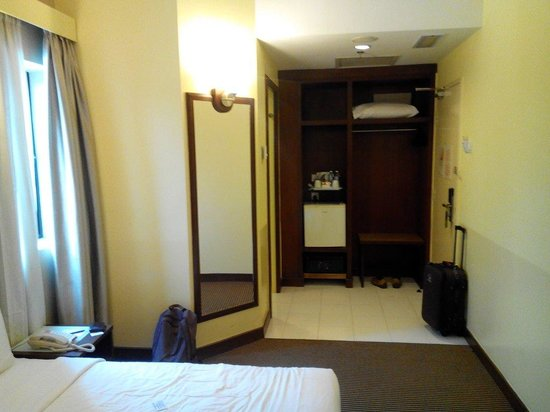 Hotel Sentral: Not too small.  Quite cosy for a solo traveller.