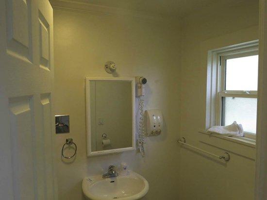 Americas Best Value Inn & Suites - Royal Carriage: Bath
