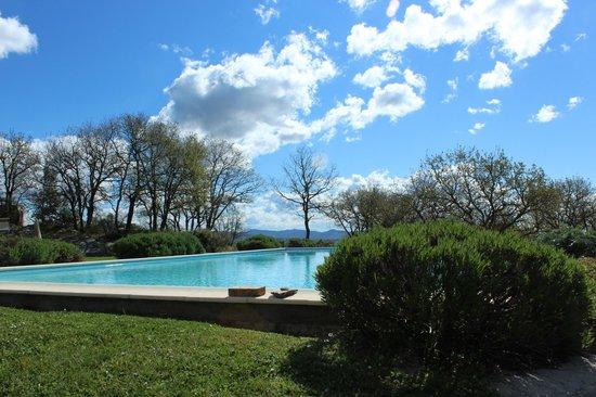 Villa di Capovento: piscina y jardin