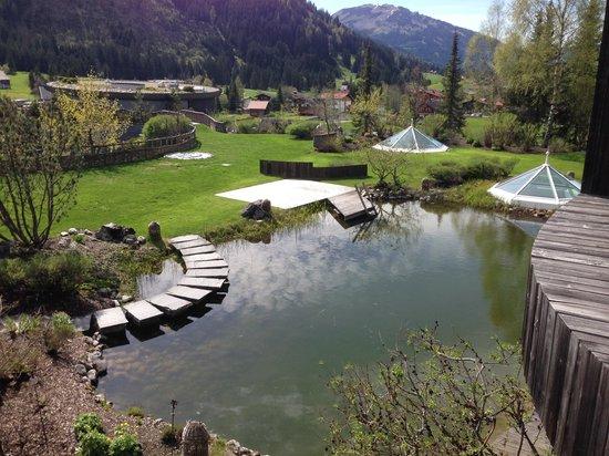 Hotel Jungbrunn - Das Alpine Lifestyle Hotel: Teil der Außenanlage