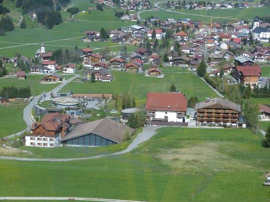 Hotel Jungbrunn - Das Alpine Lifestyle Hotel: Blick auf Hotelanlage von der Gondel aus
